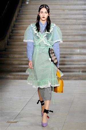 Moda Primavera Estate 2016 Miù Miù Inedite sovrapposizioni di Miuccia Prada